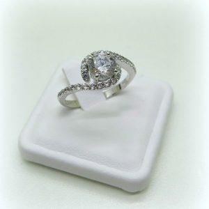 anello solitario in oro 18 k