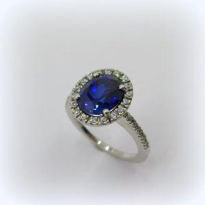 Anello contorno centro blu color zaffiro in argento 925