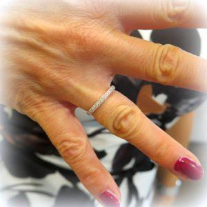 Anello fedina circolare due file in oro 18 ct e diamanti