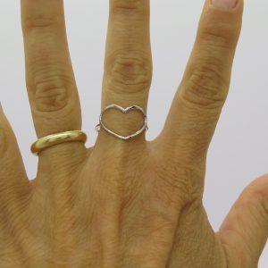 Anello cuore in oro bianco 18 ct a filo