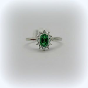 Anello contorno verde smeraldo zirconi in oro bianco 18 ct